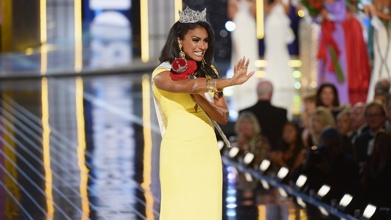 Miss New York, Nina Davuluri wins the Miss America pageant / Jezebel [photo]